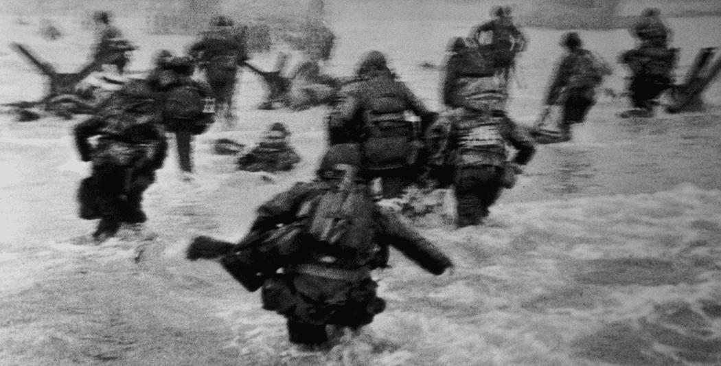 Débarquement en Normandie | Photo de Robert Capa | Omaha Beach | 6 juin 1944 débarquement Débarquement en Normandie | 6 juin 1944 site d hhistoire historyweb debarquement normandie overlord