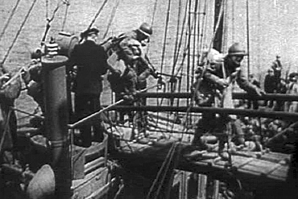 Embarquement de soldats français | Bataille de Dunkerque | Le site de l'Histoire Historyweb - 35 Opération Dynamo L'opération Dynamo en images operation dynamo bataille dunkerque 11