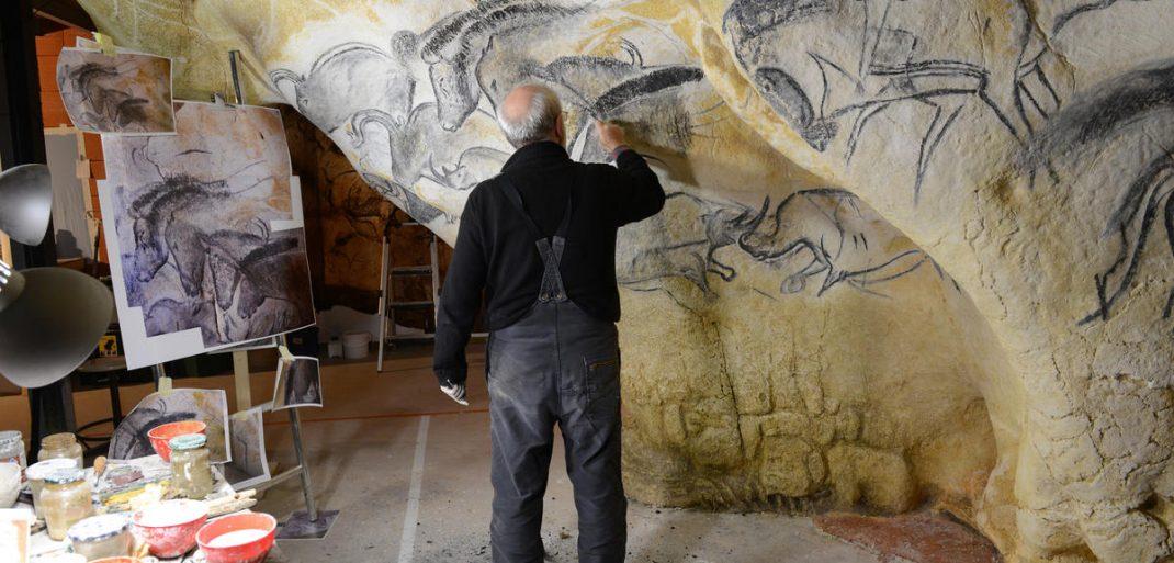 La grotte Chauvet vue par ses copistes la grotte chauvet La grotte Chauvet vue par ses copistes atelier de gilles tosello a toulouse carole fritz1 72dpi 1070x513