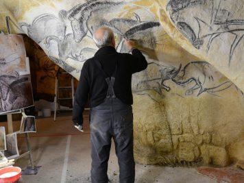 La grotte Chauvet vue par ses copistes la grotte chauvet La grotte Chauvet vue par ses copistes atelier de gilles tosello a toulouse carole fritz1 72dpi 356x267