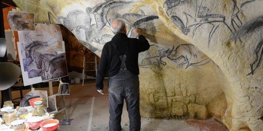La grotte Chauvet vue par ses copistes la grotte chauvet La grotte Chauvet vue par ses copistes atelier de gilles tosello a toulouse carole fritz1 72dpi 534x267