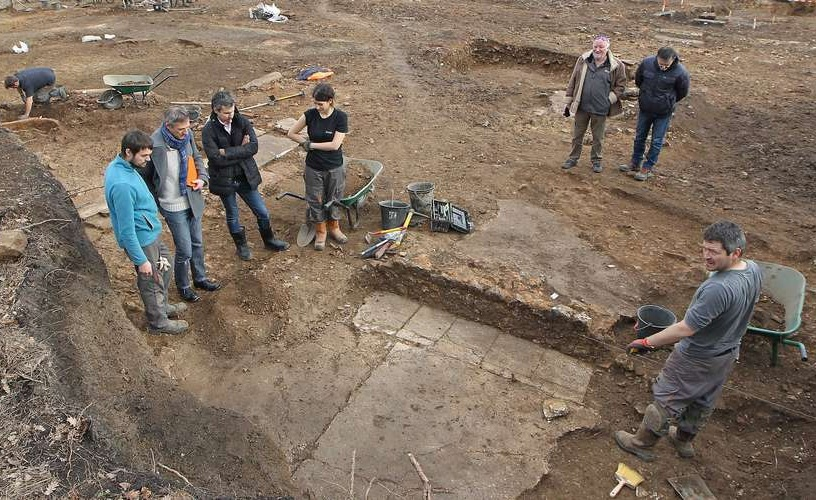 Une fontaine antique découverte lors de fouilles archéologiques à Périgueux