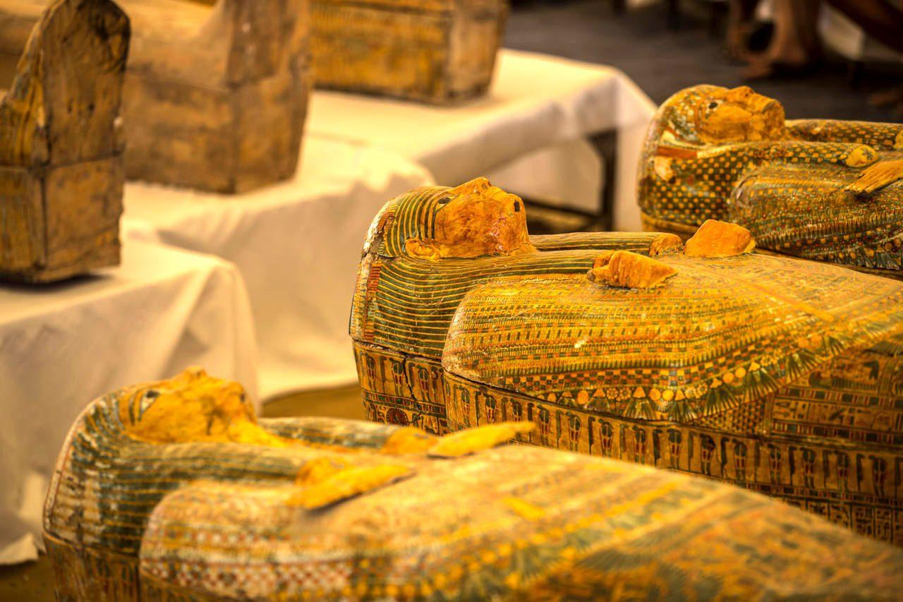 Découverte de sarcophages anciens